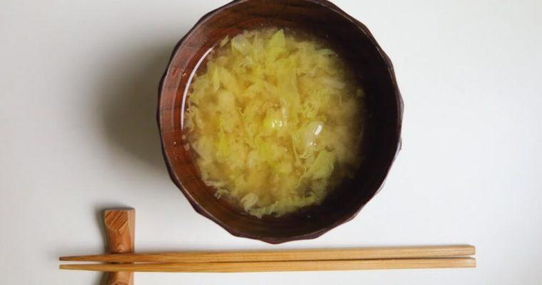 zuppa di miso con verza e cipolla