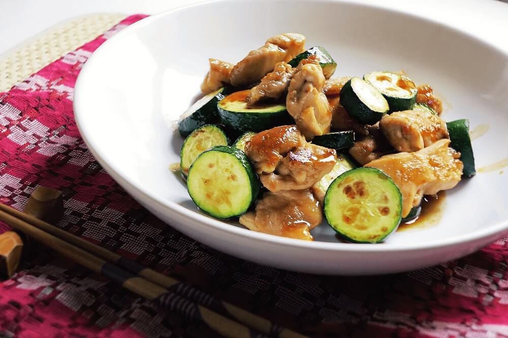 pollo teriyaki con zucchine