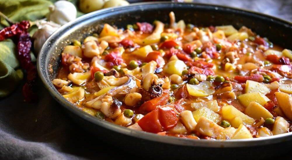イカとポテトのトマト煮