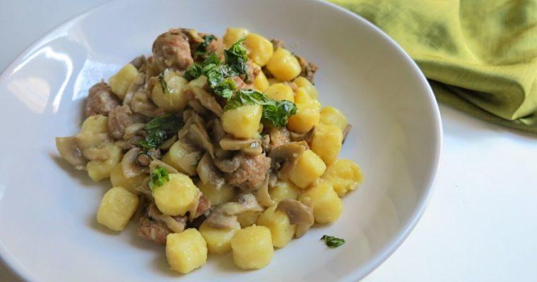 gnocchi di patate con salsiccia e funghi