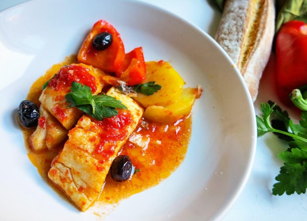 バッカラ(塩漬けタラ)のトマトソース煮