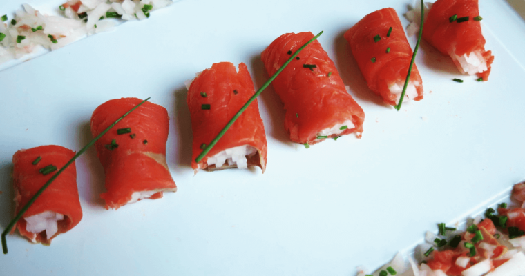 involtini di salmone affumicato e daikon