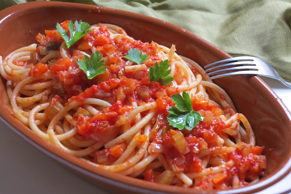 野菜とトマトソースのパスタ