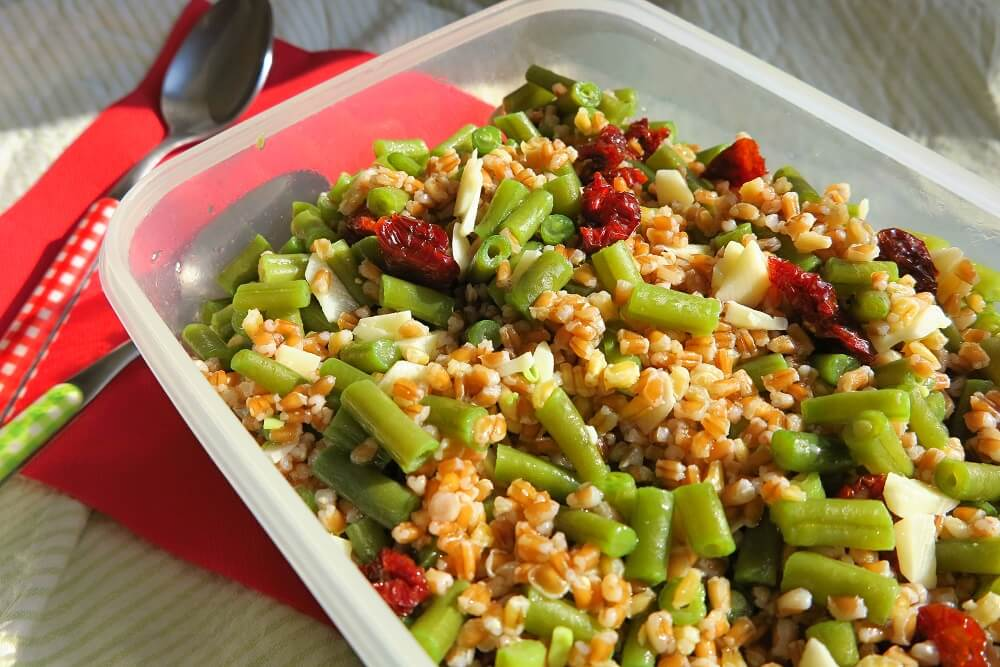 insalata di timilia, fagiolini, scamorza e pomodorini secchi