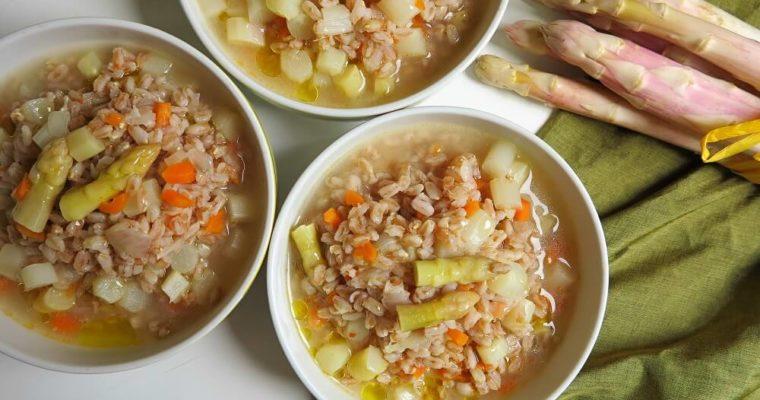 アスパラガスとファッロのスープ