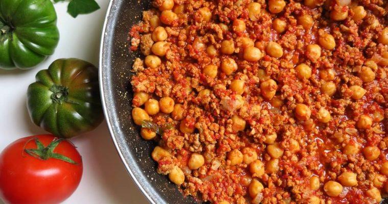 ひき肉とひよこ豆のチリ・コン・カルネ風