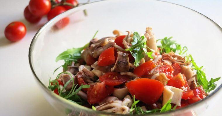 イカとトマトとルッコラのサラダ