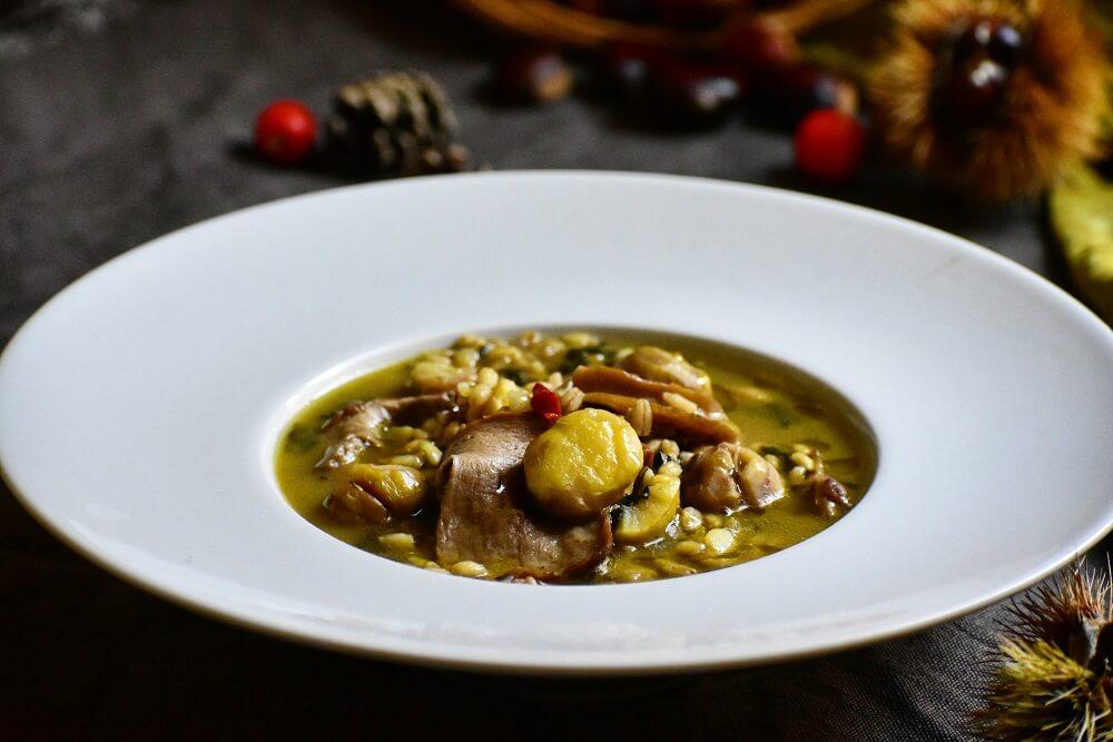 Zuppa di castagne, funghi porcini e orzo