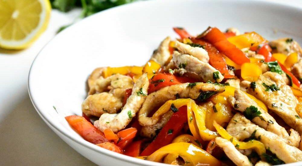 straccetti di pollo e peperoni con salsa di soia