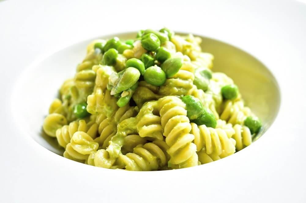 そら豆とグリーンピースのクリームパスタ