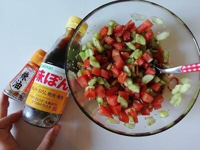 melanzane, pomodori e cetrioli in salsa ponzu 茄子のピリ辛サラダ