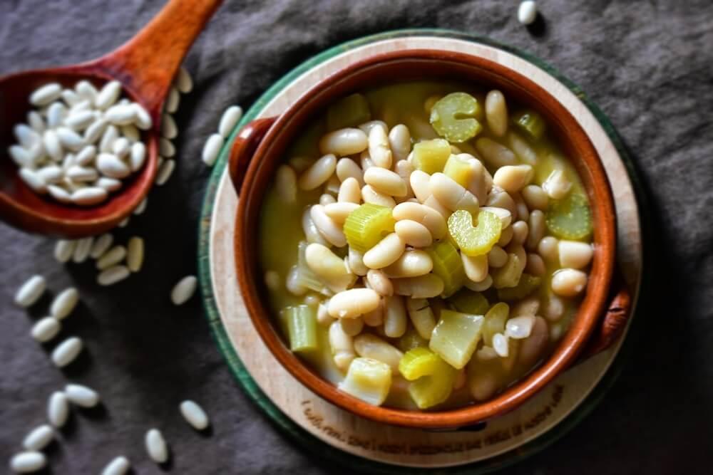 minestra di fagioli cannellini e sedano