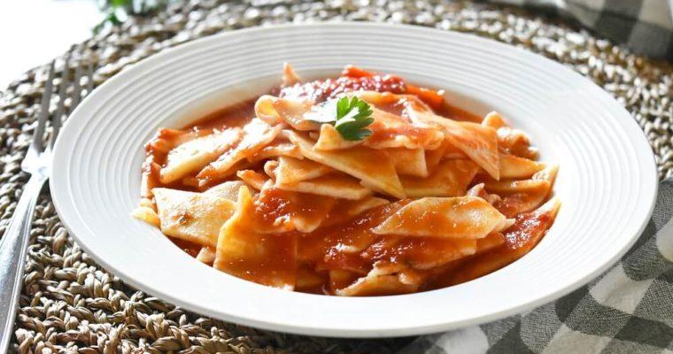 tacconetti al sugo di pesce (piatto tradizionale abruzzese)