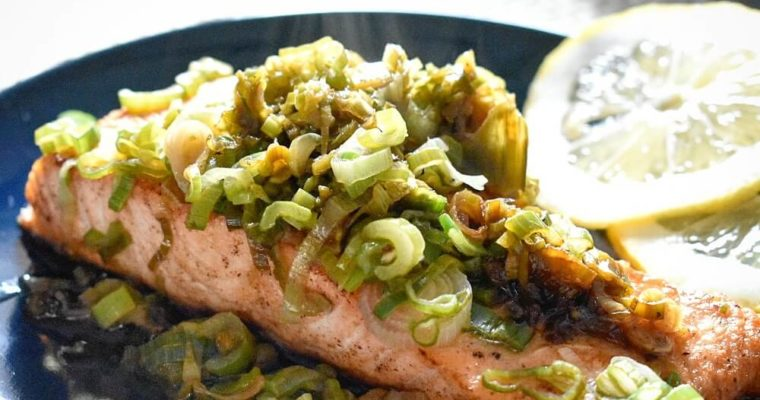 salmone con cipollotti e salsa di soia
