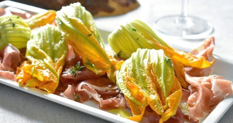 花ズッキーニと生ハムのサラダ