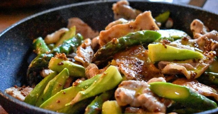 アスパラガスと豚肉の粒マスタード炒め
