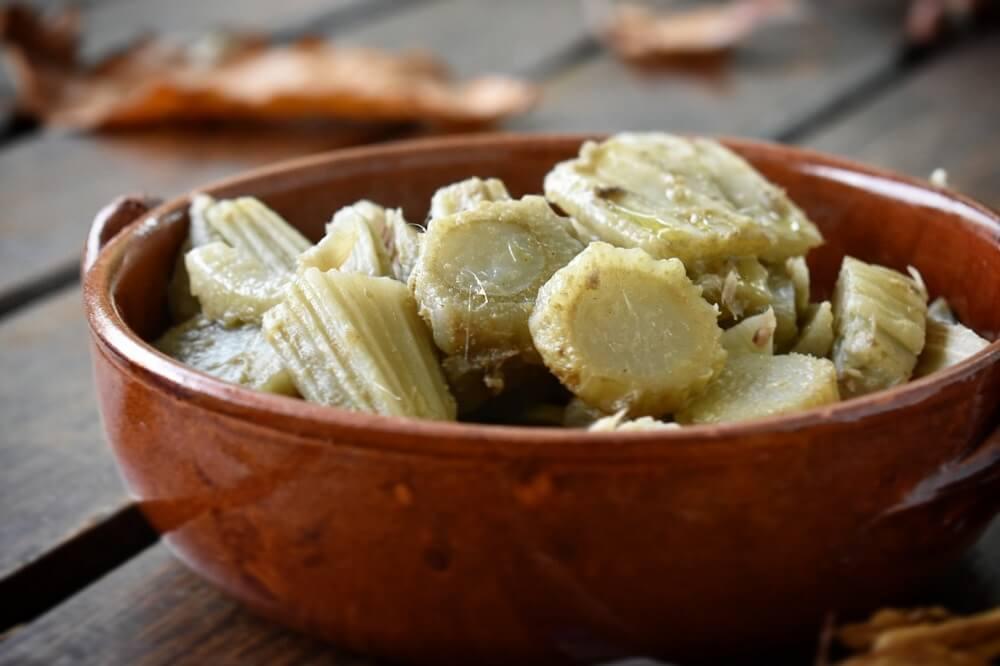cardo gobbo in salsa di acciughe