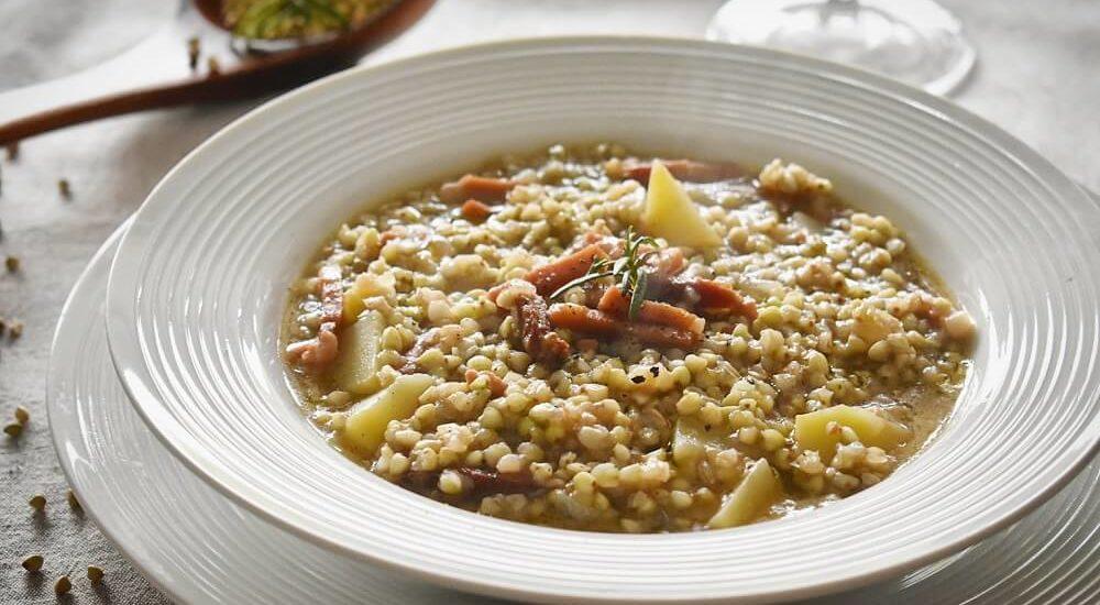 zuppa di grano saraceno con patate e speck