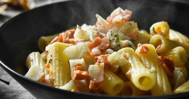 pasta con topinambur e salmone affumicato