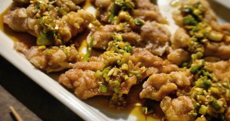 pollo fritto in salsa agrodolce al sesamo e cipollotti