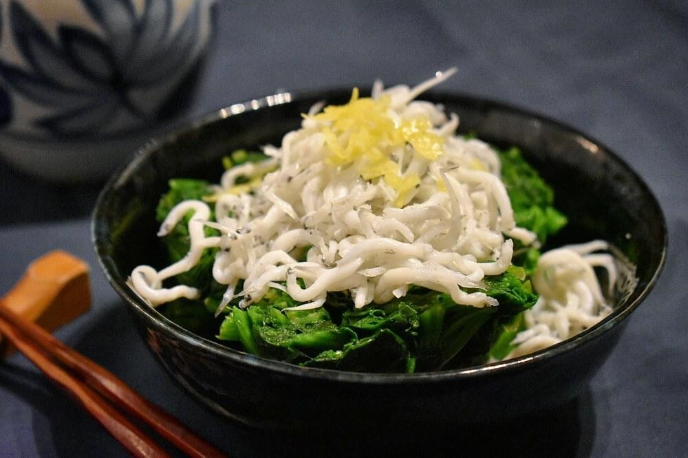 spinaci e bianchetti alla giapponese