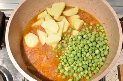 spezzatino carne patate e piselli