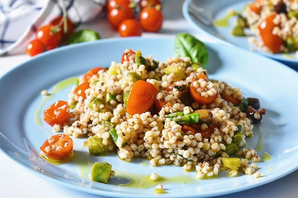 アスパラとトマトのシリアルサラダ