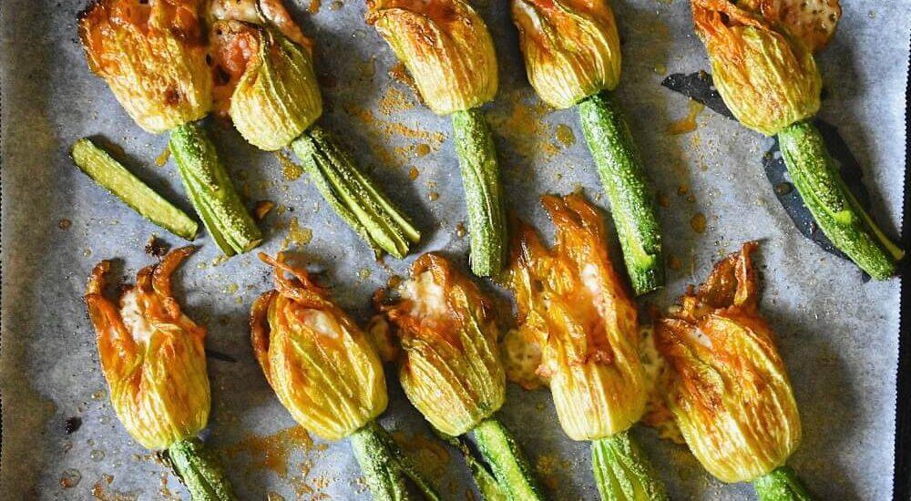 fiori di zucca ripieni con riso e provola al forno