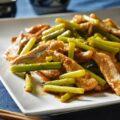 talli d'aglio e lonza in padella ニンニクの芽と豚肉の炒め物