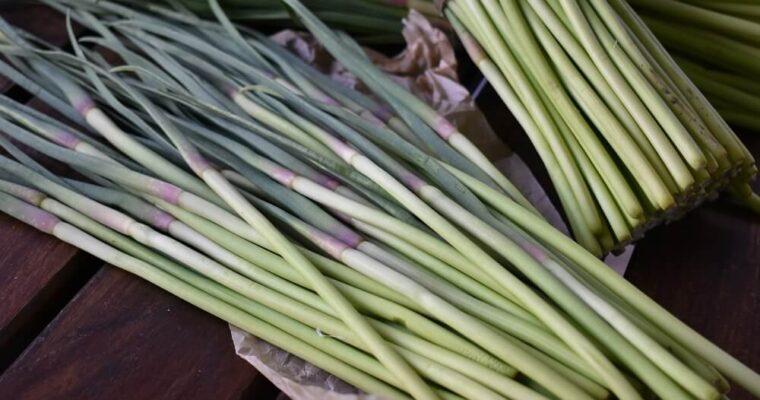 i talli d'aglio: cosa sono e come usarli in cucina