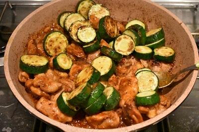 鶏もも肉とズッキーニのスパイシー味噌炒め pollo e zucchine al spacy miso