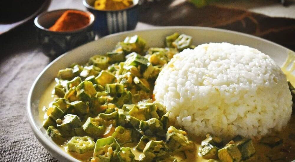 okra al curry e latte di cocco